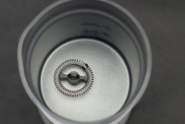 Caso 1656 Fomini Crema Design Milchaufschäumer, für cremigen Milchschaum kalt und heiß, ideal für Latte Macciato, Kakao, Cappuchino oder Frappe, hochwertiges Gehäuse -