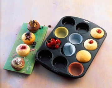 KAISER Muffin-Papierbackförmchen 200 Stück weiß ø 7 cm Creativ hochwertiges und leicht ablösbares Papier fettdicht ideal für süß und herzhaft -