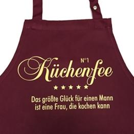 N°1 KÜCHENFEE - Das größte Glück für einen Mann ist eine Frau, die kochen kann - Kochschürze mit verstellbarem Nackenband und Seitentasche (bordeaux) -
