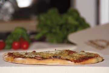 Pimotti 202_004 Schamott Pizzastein, Brotbackstein, 5cm, mit Schaufel und Rezepten -