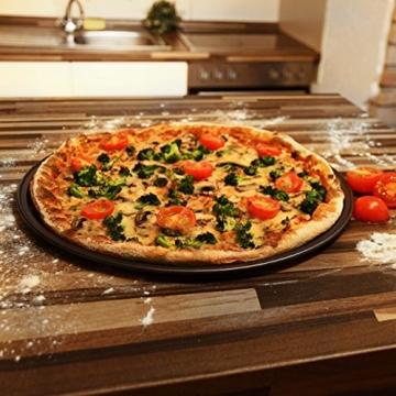 Relaxdays Pizzablech rund 33 cm 4-er Set rundes Backblech mit Antihaft Beschichtung für Pizza und Flammkuchen mit extra großem Durchmesser Pizzabackblech aus Carbonstahl Flammkuchen Blech, anthrazit -