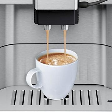 Siemens TE613501DE Kaffeevollautomat EQ.6 300 Direktwahl durch Sensorfelder, oneTouch Function, hochwertiges Keramik-Mahlwerk, silber / hellgrau -